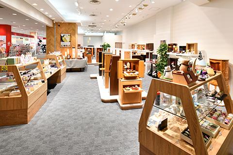 お線香やローソクなど仏事関連のお品物も販売